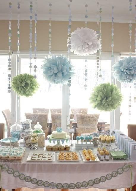 decoracion para fiestas DIY - pompones en papel de seda de designindulgences