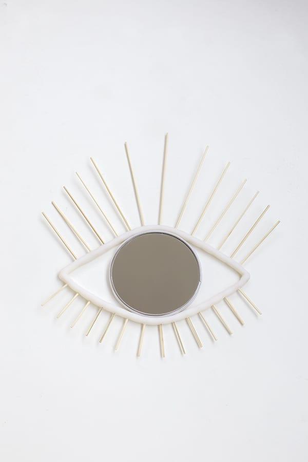 espejo-ojo-decorativo-muro-diy-brochetas