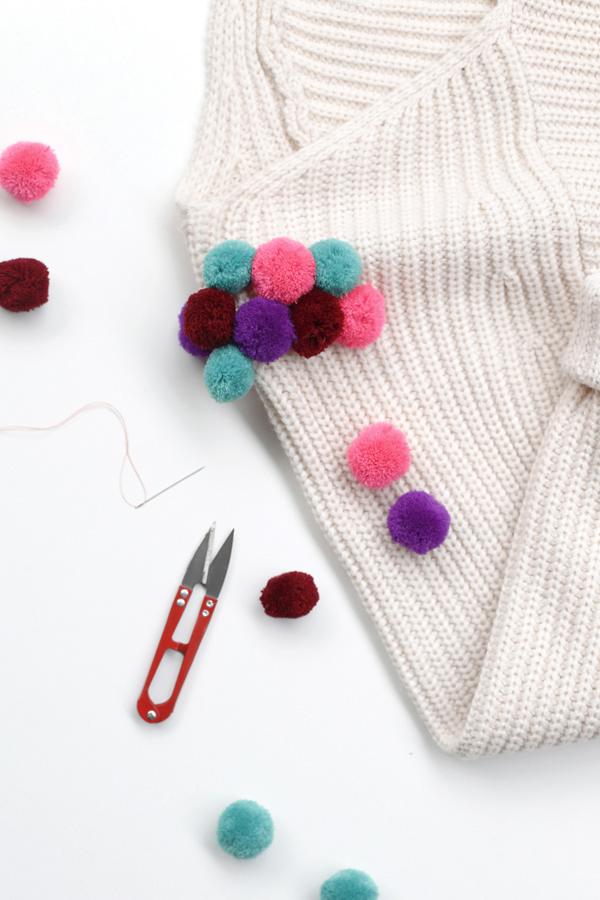 sweater-chaleco-pompon-diy-pompom-costura