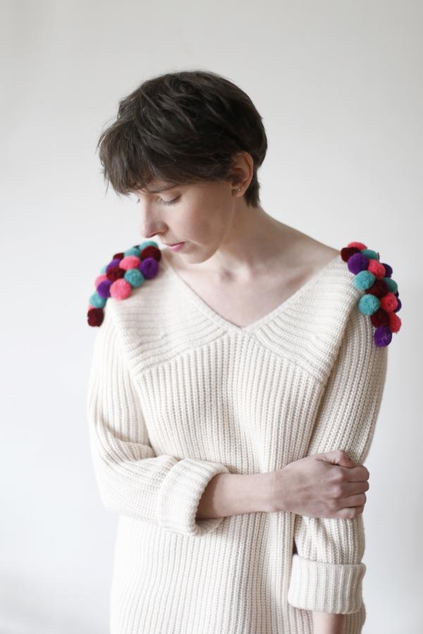 sweater-chaleco-pompon-diy-pompom-costura-paso