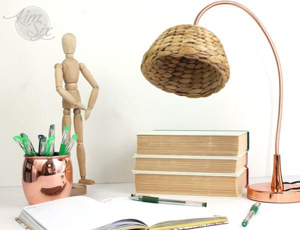 5_Ikea_hacks_para_hacer_tus_propias_lámparas_lámpara_sobremesa_acabado_natural