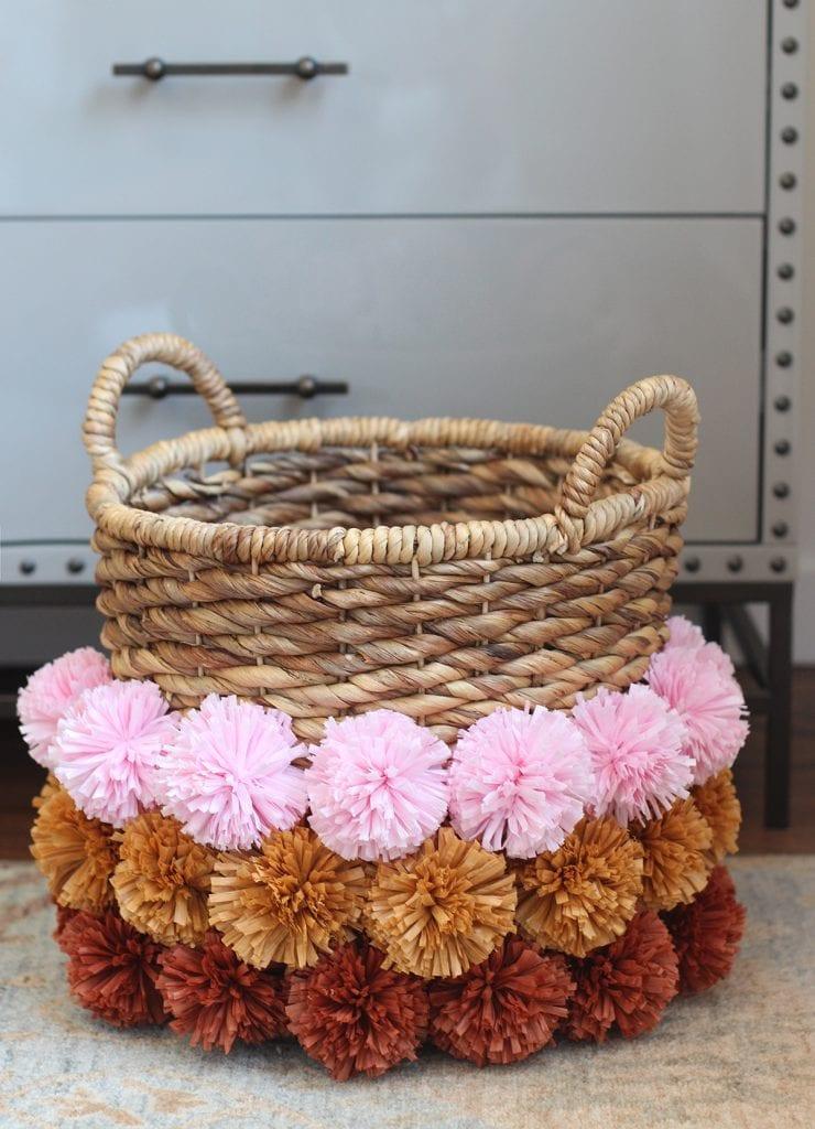 DIY-para-intentar-este-verano-cesto-pompom-pompombasket-05