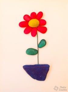 Flor de piedras pintadas con spray