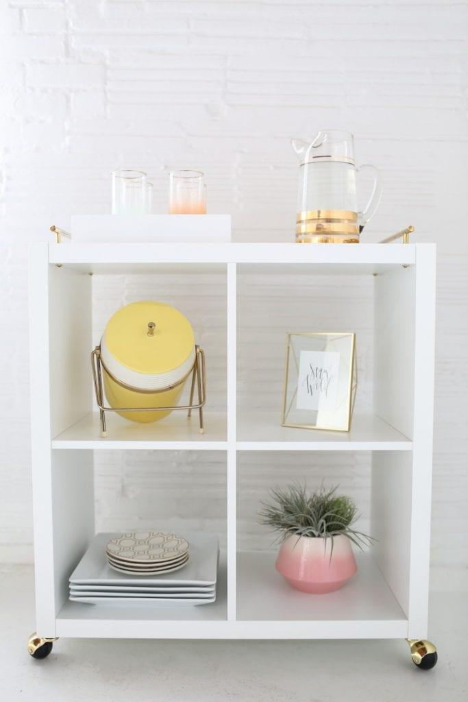 5_Ikea_hacks_para_renovar_la_decoración_de_tu_casa_complementos decorativos_DIY_decoración_carrito_auxiliar