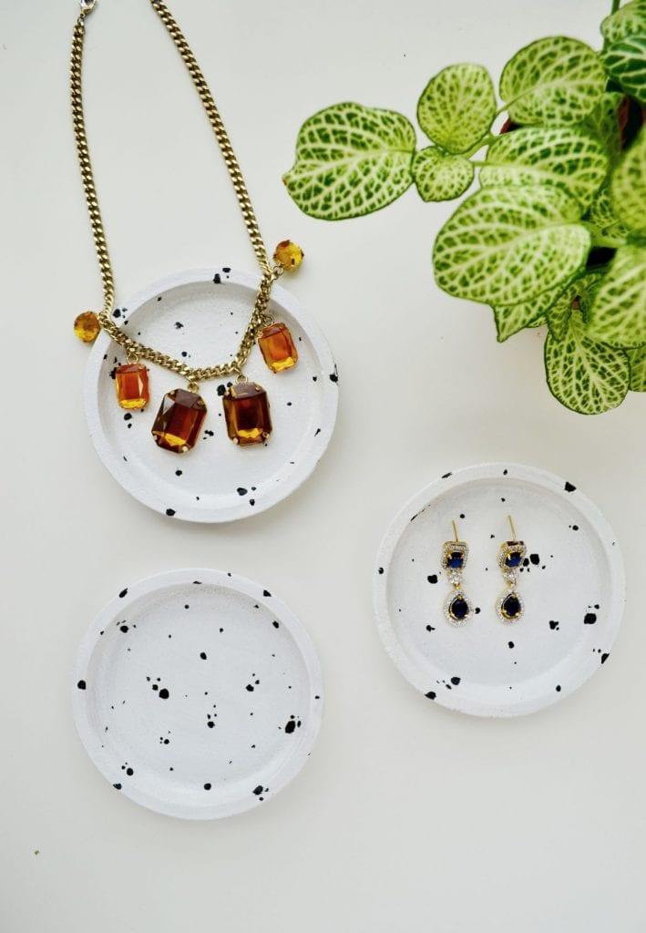 5_Ikea_hacks_para_renovar_la_decoración_de_tu_casa_complementos decorativos_DIY_decoración_originales_joyeros