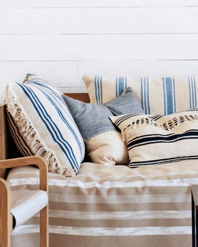 5_Ikea_hacks_para_renovar_la_decoración_de_tu_casa_complementos decorativos_DIY_decoración_cojines