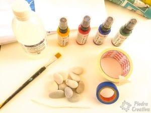 Materiales para pintar piedras con spray al agua