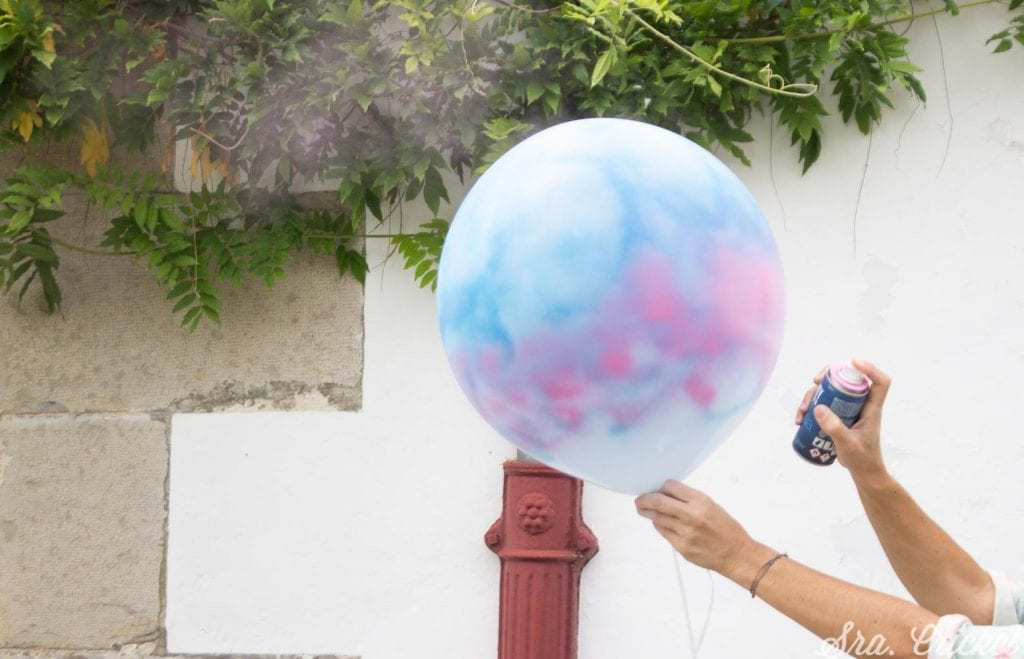 spray painting balloons