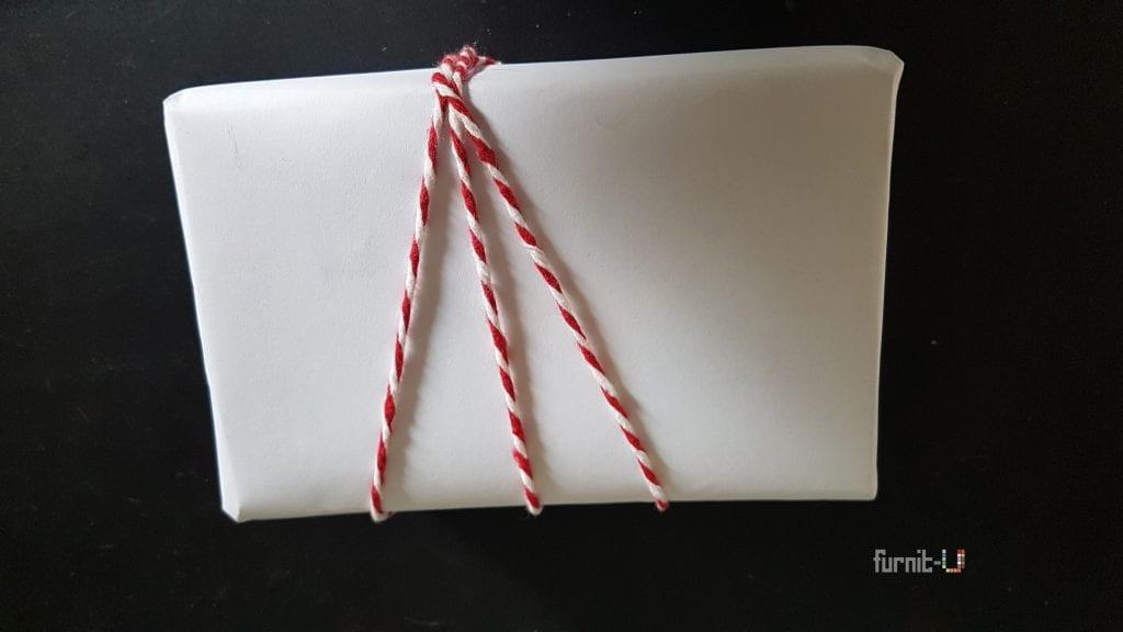 envolver regalos de Navidad diy express - colocamos la cuerda