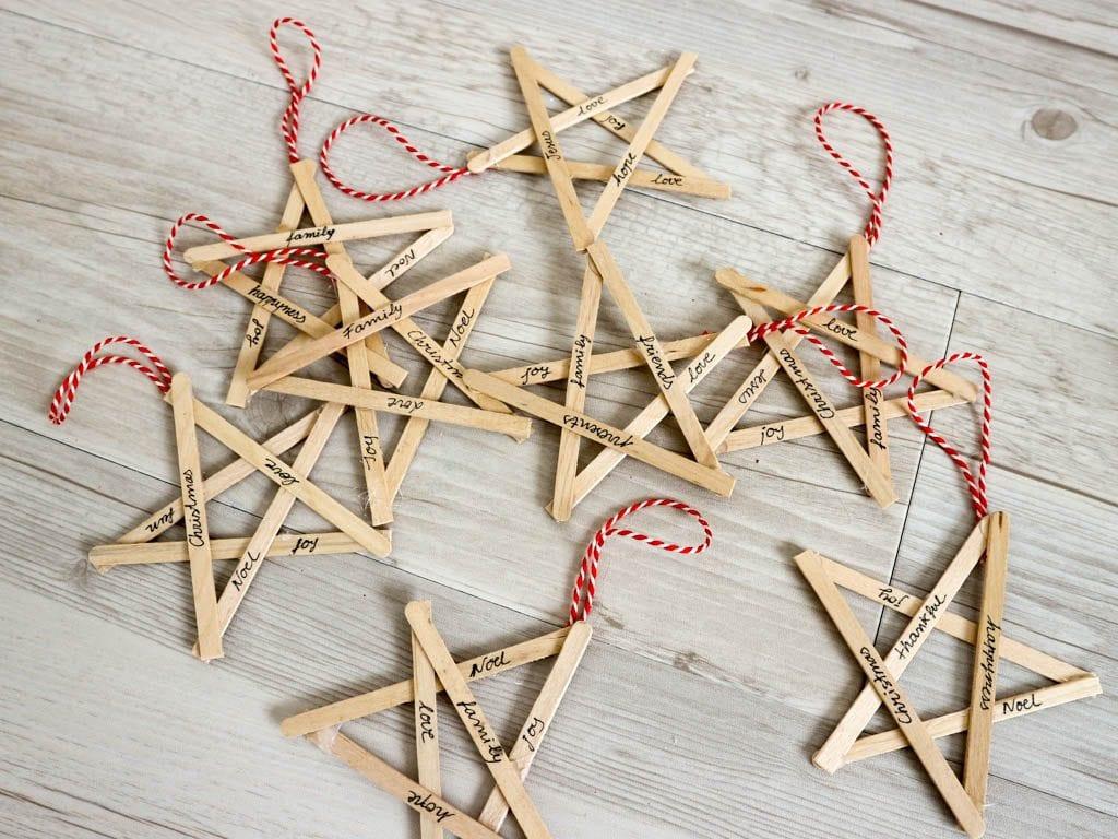 Como hacer adornos de navidad. estrellas hechas con palos de madera