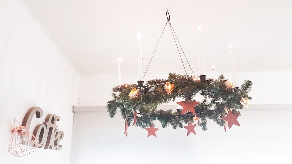 Navidad en cobre - Adorno de Navidad de techo con estrellas en cobre velas y guirnalda de luces