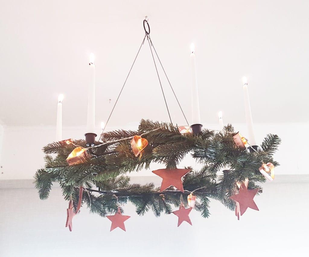 Navidad en cobre - Adorno de Navidad de techo con estrellas en cobre velas y guirnalda de luces a pilas