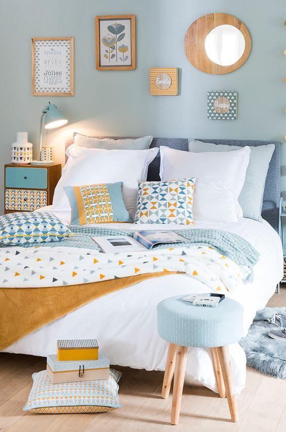 como iluminar tu casa - escoger la iluminacion del dormitorio - lamparas calidas en la mesita de noche