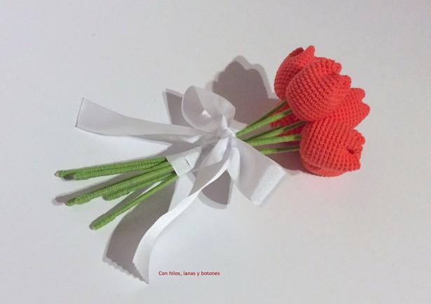 Con hilos, lanas y botones: tulipanes de crochet