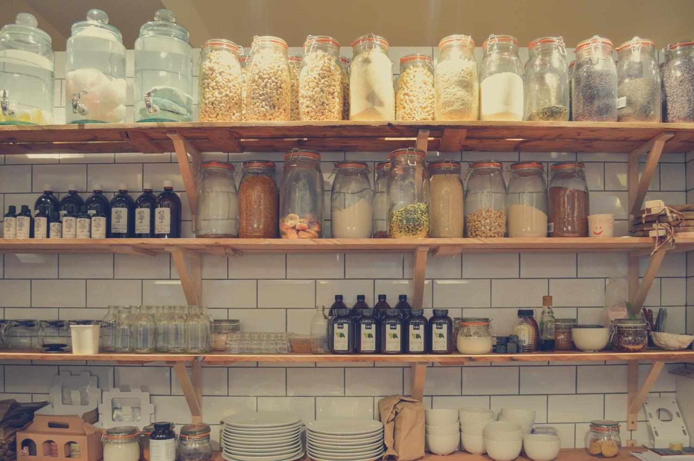 ordenar la despensa - organizar la comida en la cocina consejos