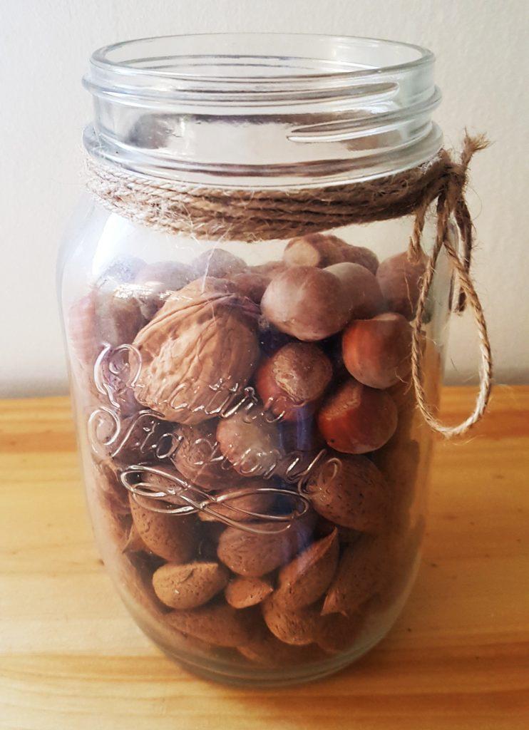 ordenar la despensa - organizar la comida en la cocina - usa frascos de cristal para productos a granel