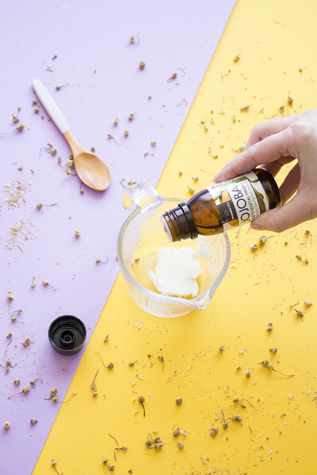 bálsamo labial aceite jojoba