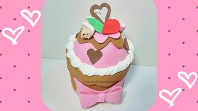 diy-cupcake-con-corazones-en-goma-eva