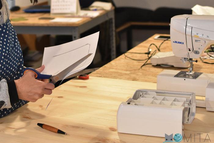 Máquina de coser y mesa