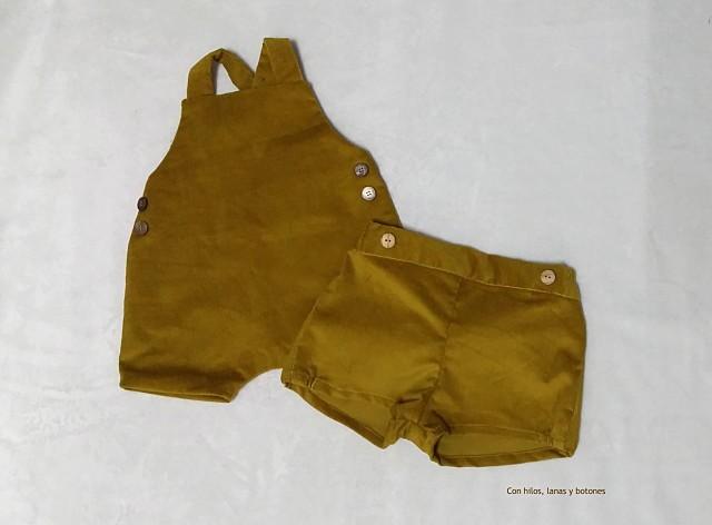 Con hilos, lanas y botones: Peto y pantaloncitos de pana para bebé