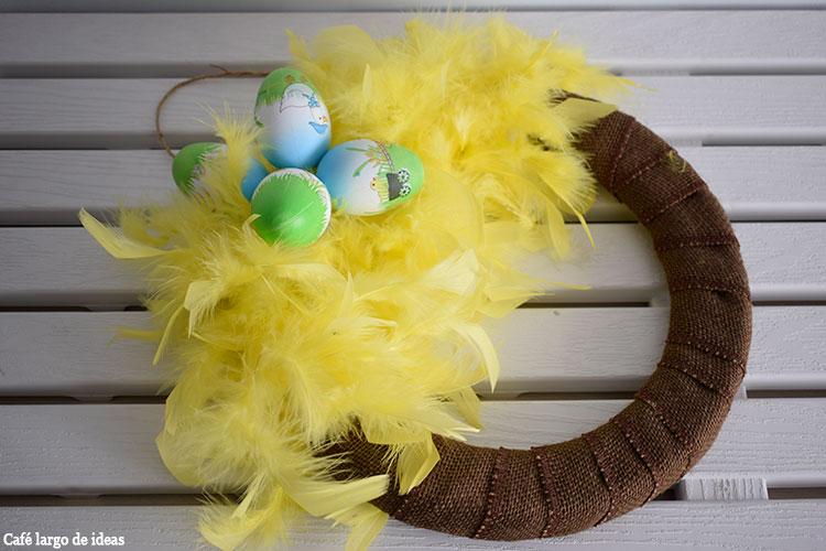 Corona con huevos de Pascua