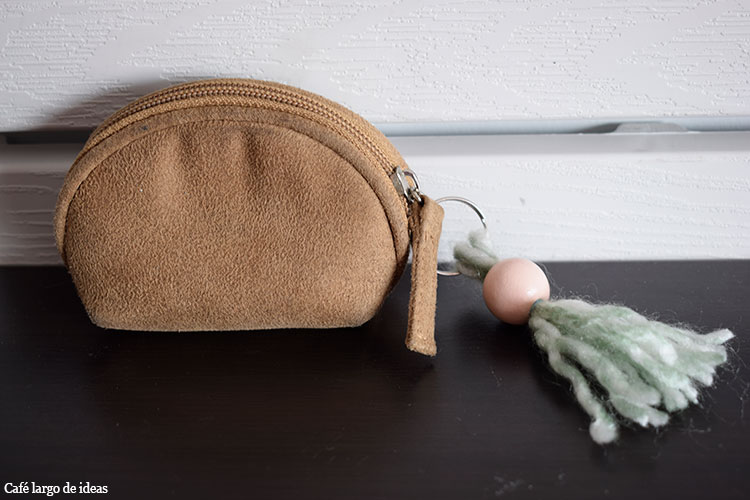 Borlas de lana o cómo personalizar tu monedero