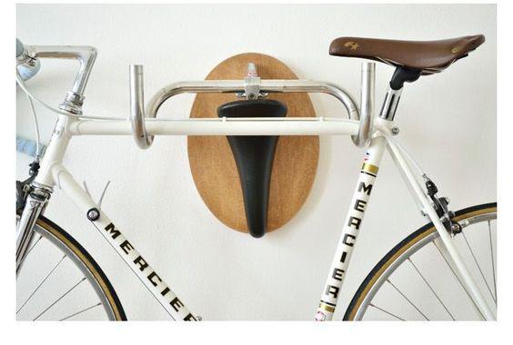guardar la bici en casa - colgarlas en alto