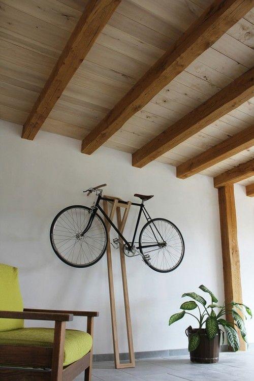 guardar la bici en casa - colocarlas casi pegadas al techo