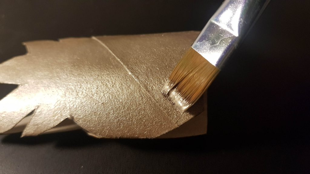 Guirnalda tropical DIY - Pintamos la otra parte en dorado