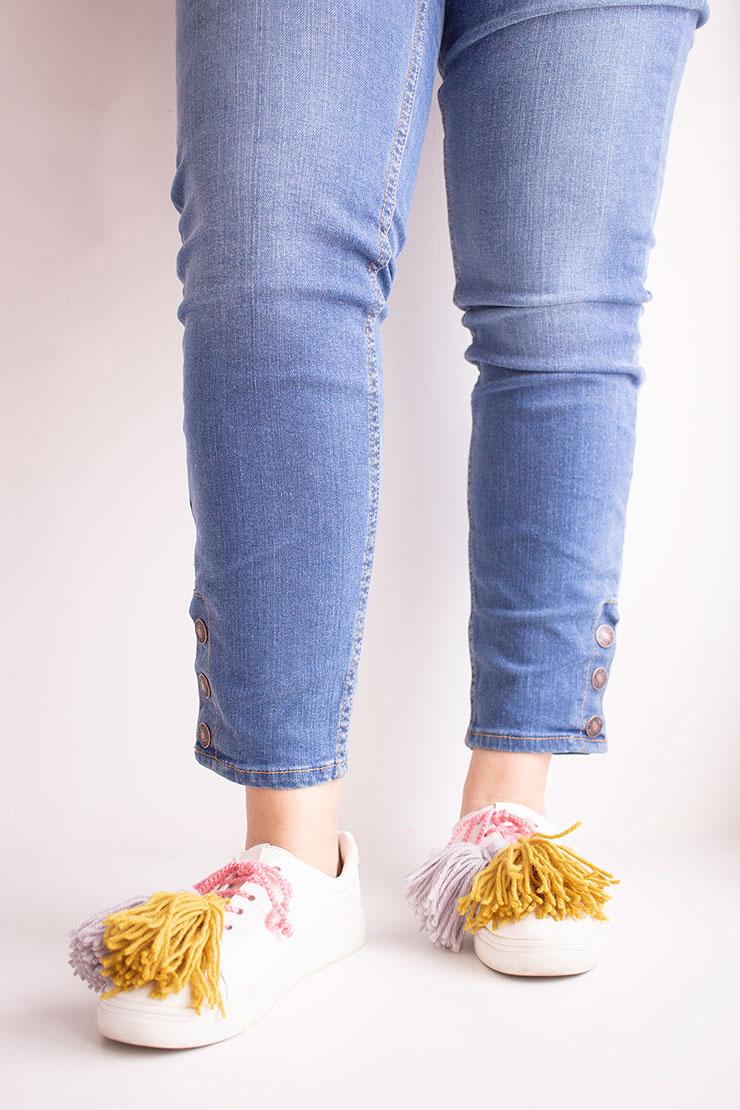 diy zapatillas con pompones