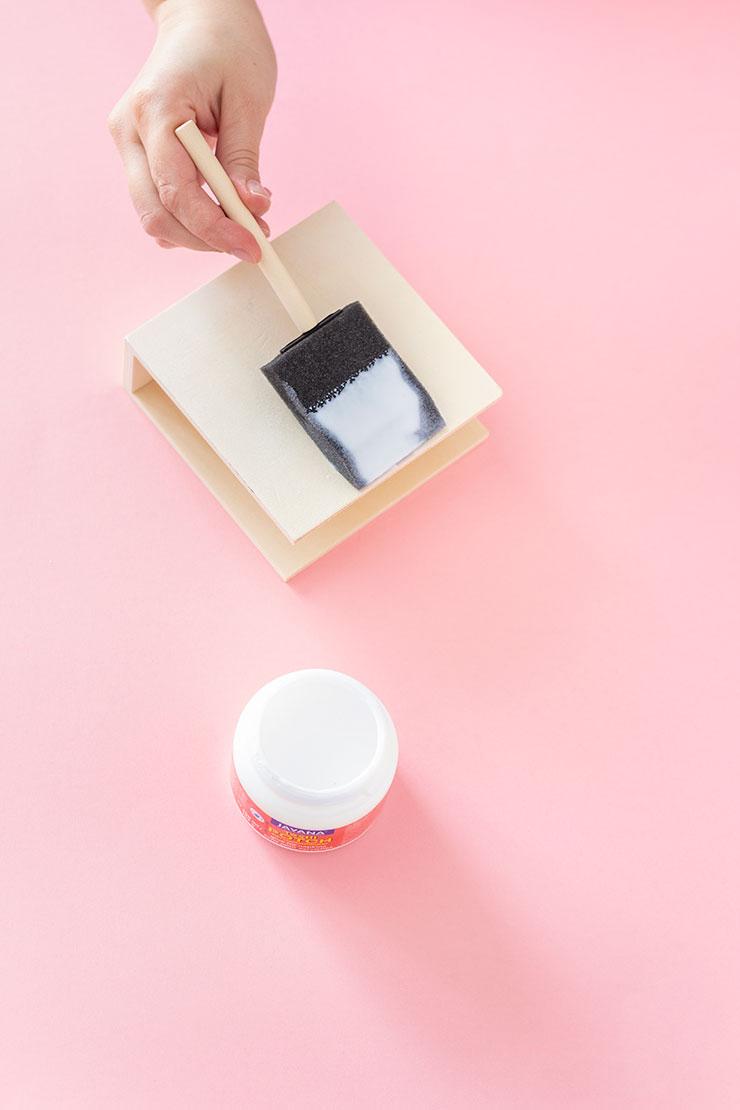 decora tu escritorio con un portacartas de decoupage