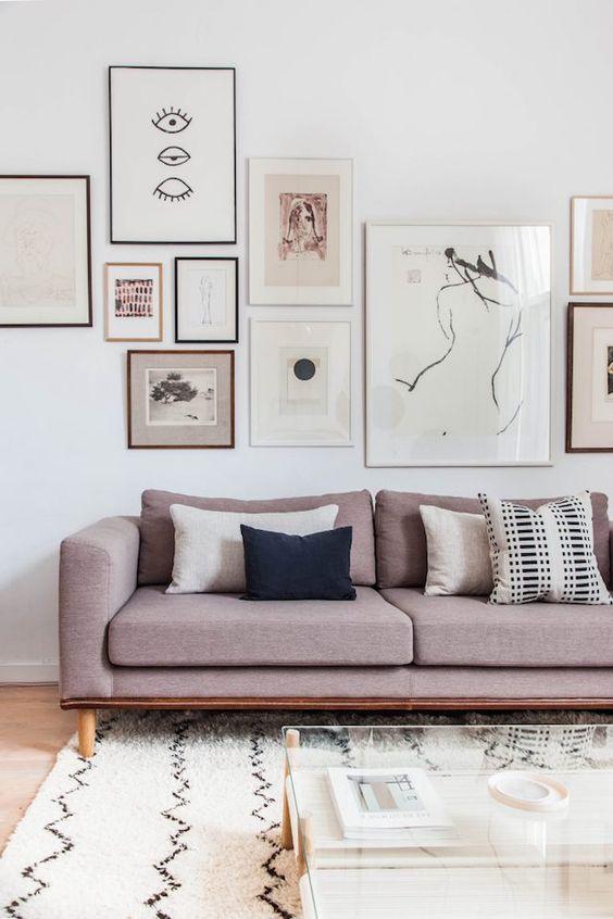decorar el espacio sobre el sofa - diversos cuadros - myscandinavianhome
