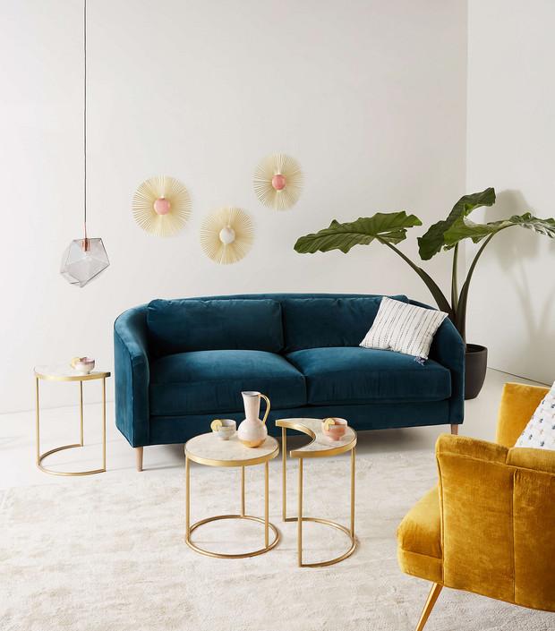 decorar el espacio sobre el sofa - espejos decorativos - Anthropologie