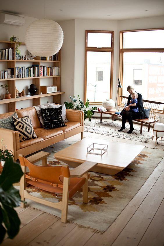 decorar el espacio sobre el sofa - estanteria grande - meadowatdusk com