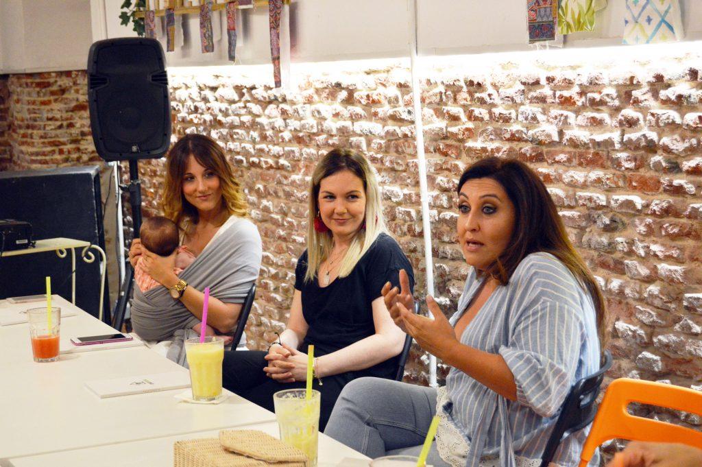 De izquierda a derecha, Sara de Frutos Amore, Laura de Trasteando DIy y la coach de Casaterapia, Yohana Alonso