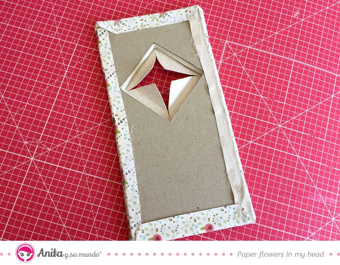 forrar cartón base con tela transferida papel
