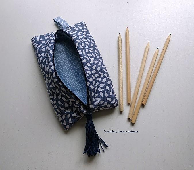 Con hilos, lanas y botones: Estuche azul forrado y con cremallera