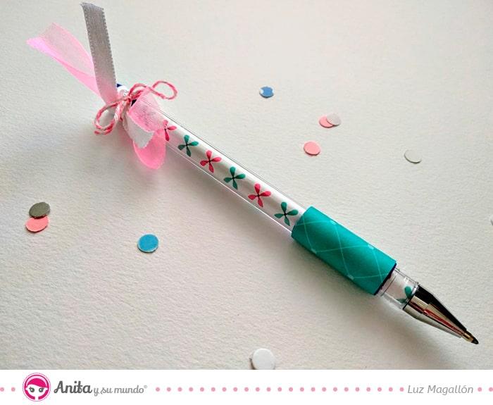 bolígrafo decorado con papel estampado