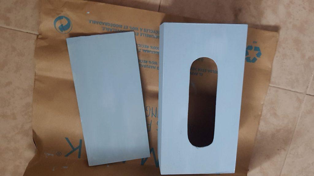 Decorar una caja con chalk paint - Las dos partes de la caja de kleenex pintadas con pintura a la tiza