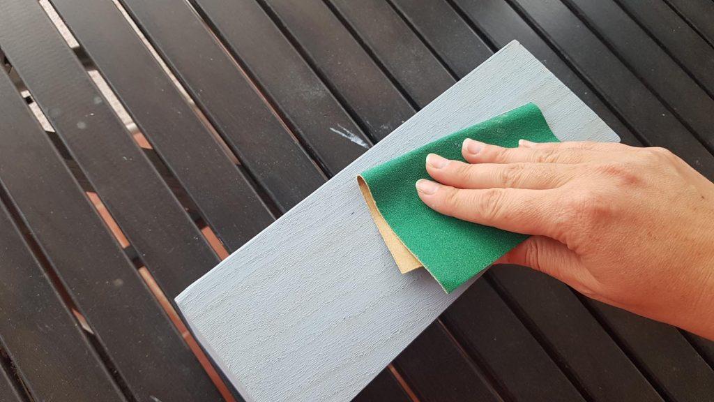 Decorar una caja con chalk paint - Lijar despues de pintar para sacar la veta a la vista