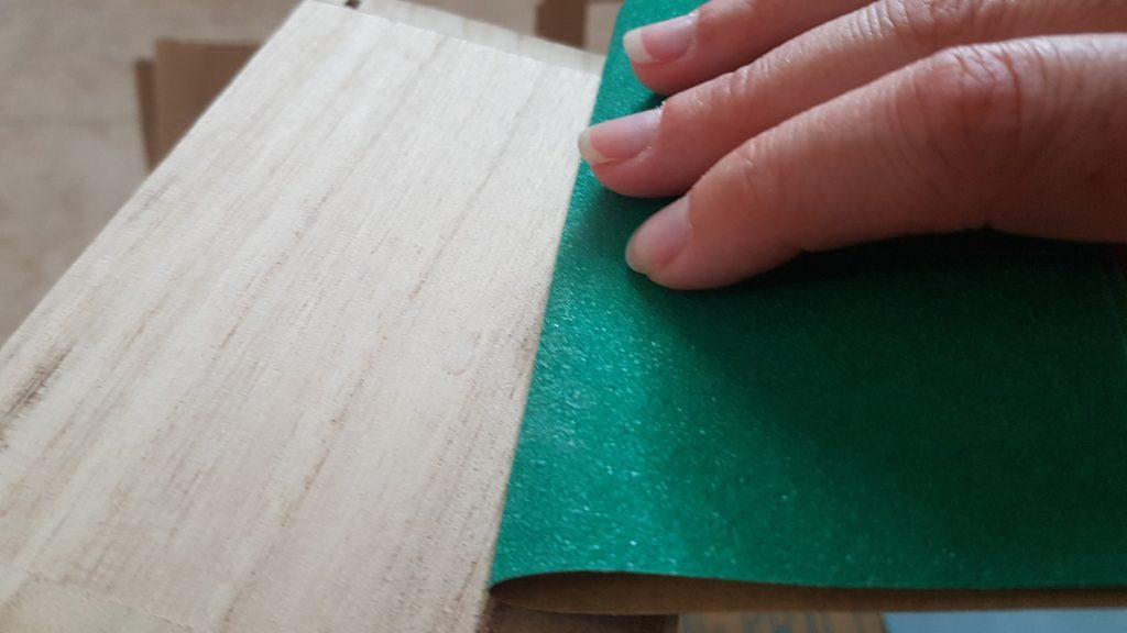 Decorar una caja con chalk paint - Lijar la madera para evitar irregularidades