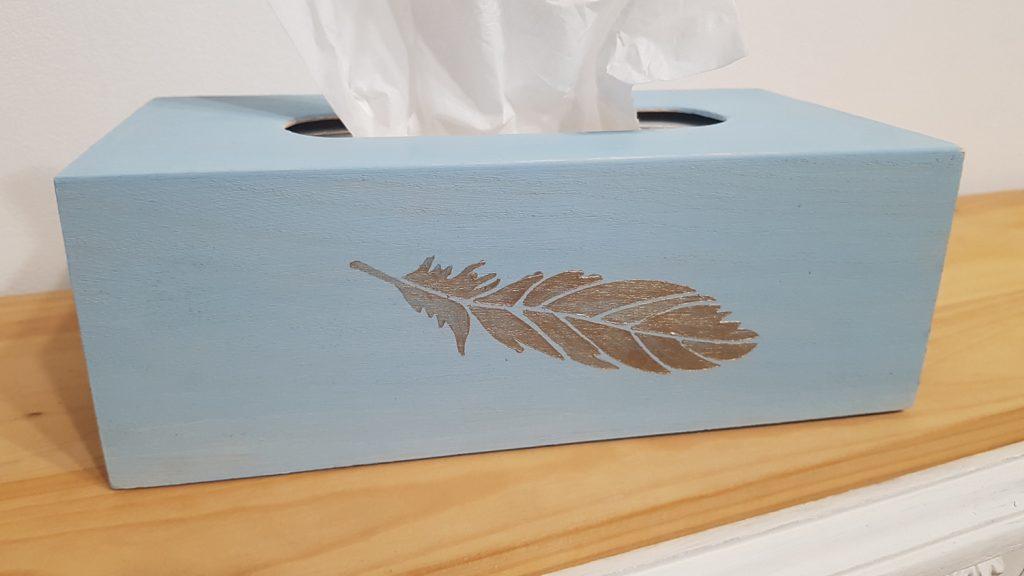Decorar una caja con chalk paint - resultado final de la caja de kleenex con pintura a la tiza de cerca