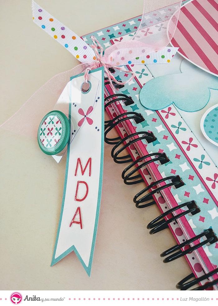 detalles para adornar un cuaderno brads y tags