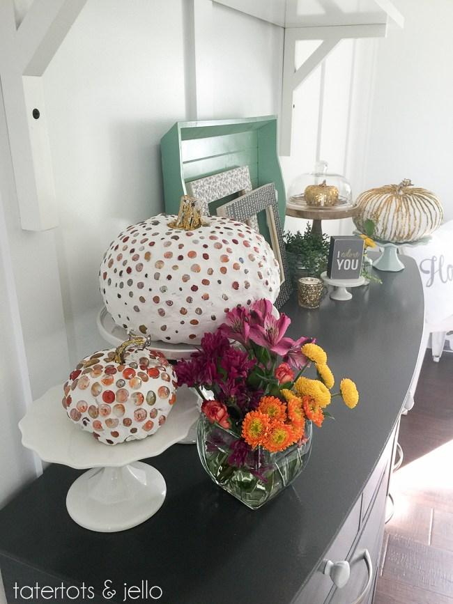 Calabazas de Halloween - calabazas decoradas con yeso y piedras