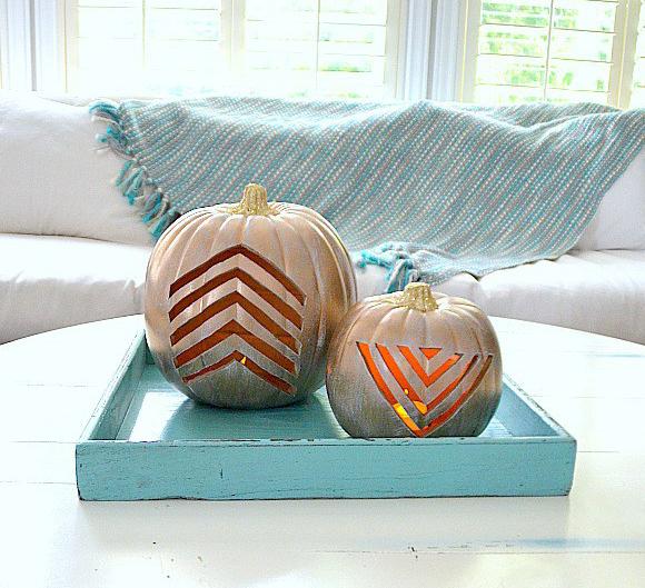 Calabazas de Halloween - calabazas doradas con estampado carvado
