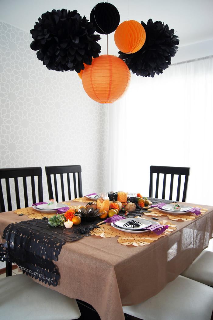 Mesa decorada para Halloween y Día de Muertos