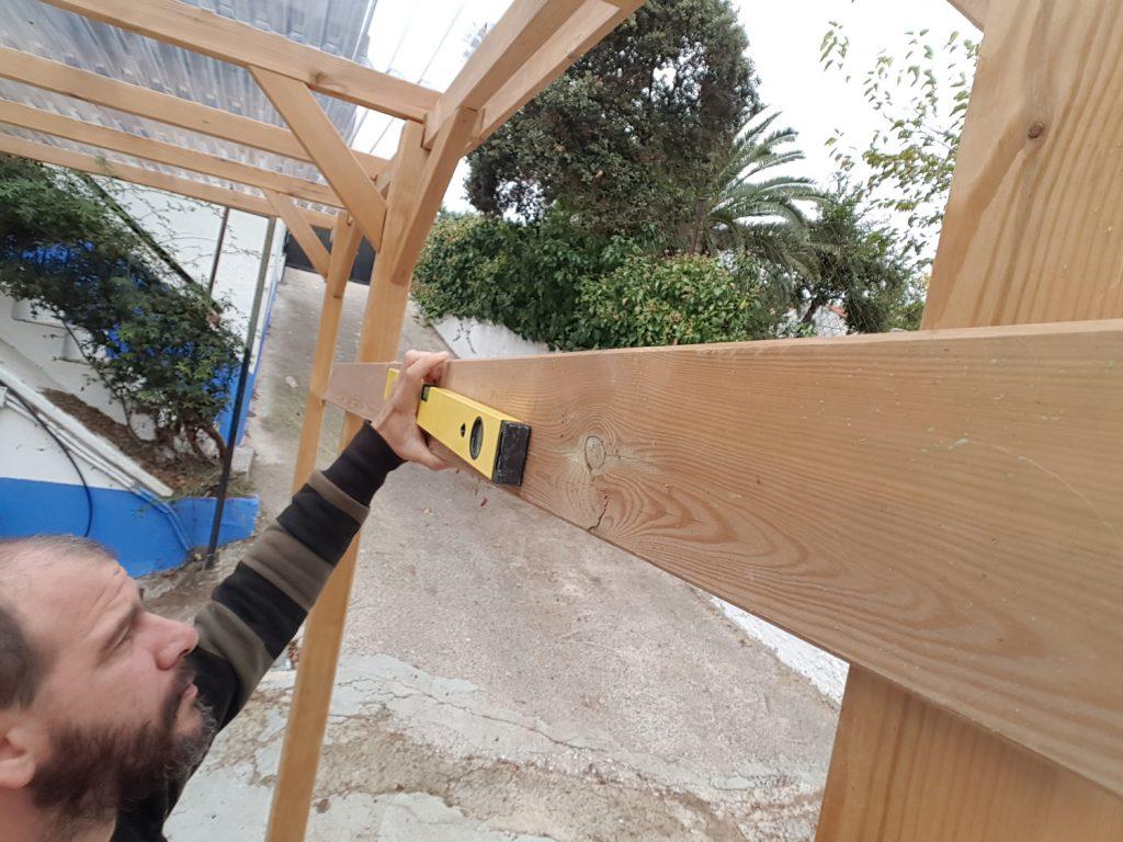 Tendedero plegable DIY - Medimos para colocar los tres herrajes a nivel