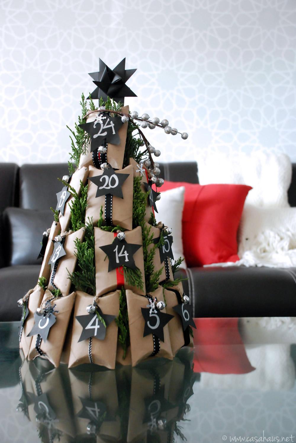 Calendario de adviento con forma de arbolito de Navidad