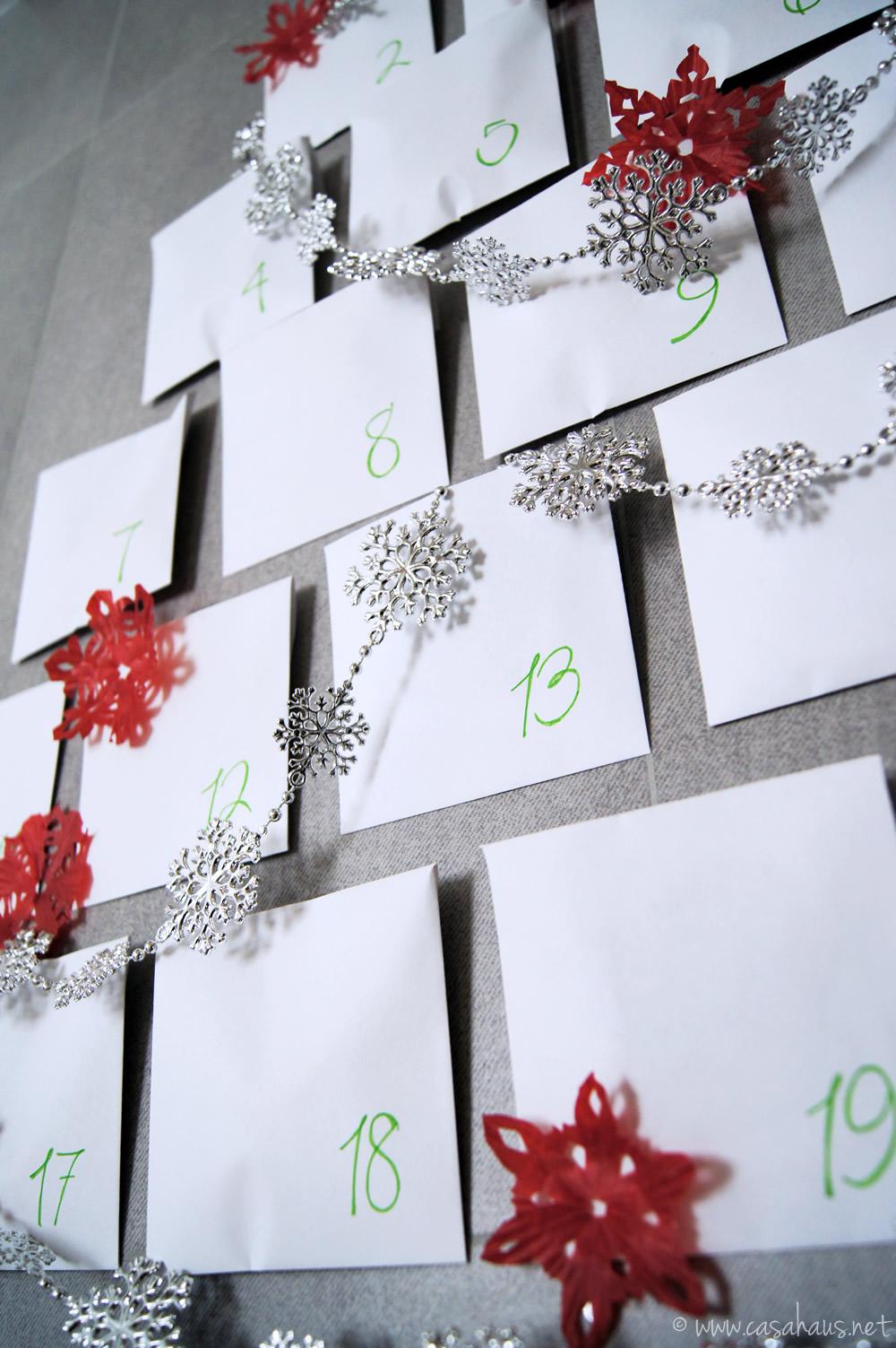 Calendario de adviento hecho con sobres de papel