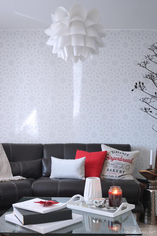 Sala bonita con detalles en rojo